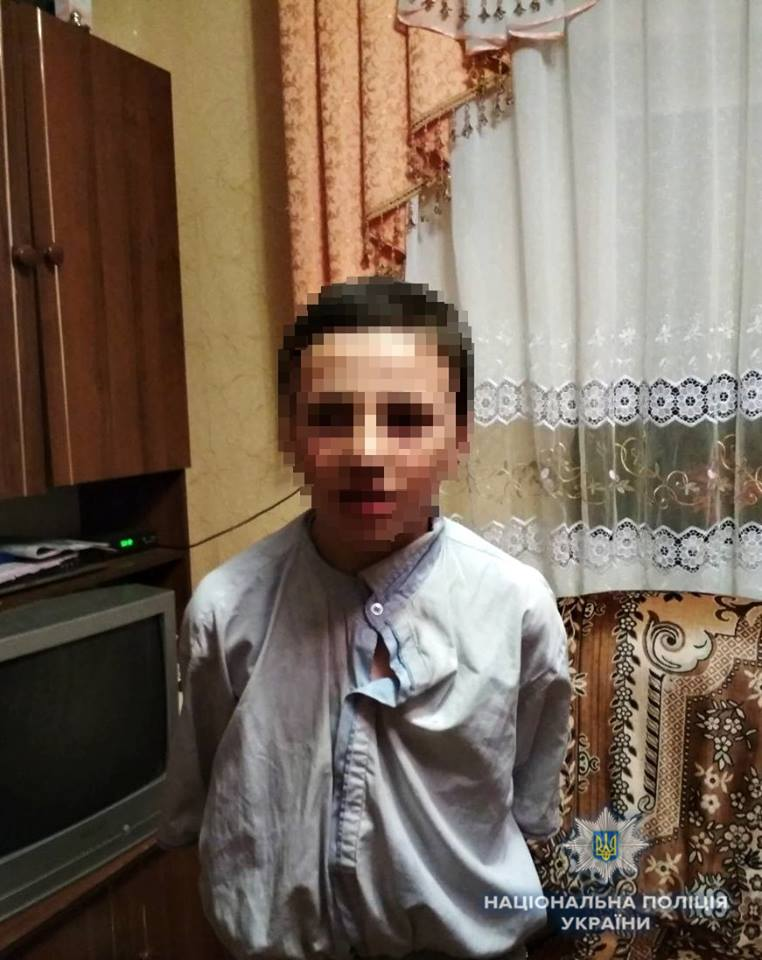 Розшукали 12-річного хлопчика, що впав у яму в альтанці й не міг з неї вибратися