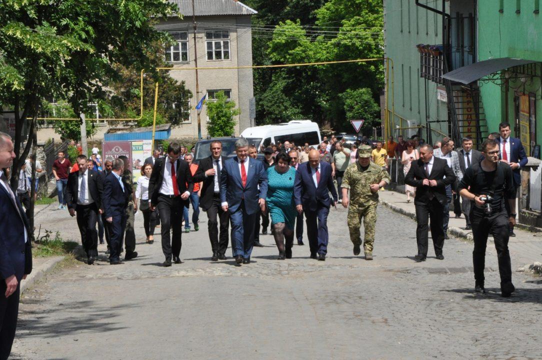Бескидський тунель на Воловеччині відкривав Петро Порошенко (ФОТО)