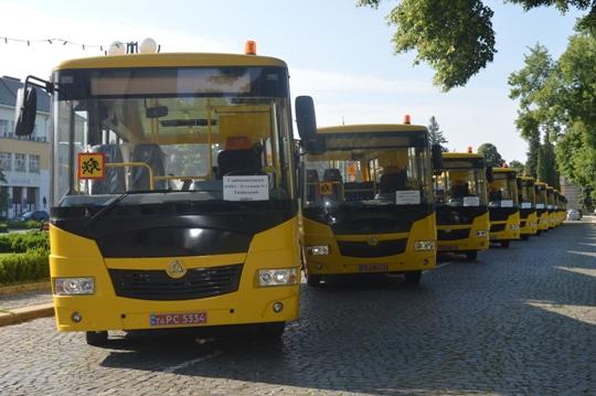 10 районів Закарпаття отримали нові шкільні автобуси (ФОТО)