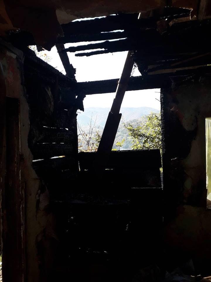 Внаслідок використання з порушеннями пічного опалення зайнявся будинок