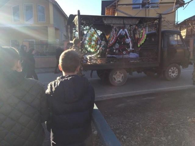 У Рокосові всім селом попрощалися з полеглим на Донбасі бійцем