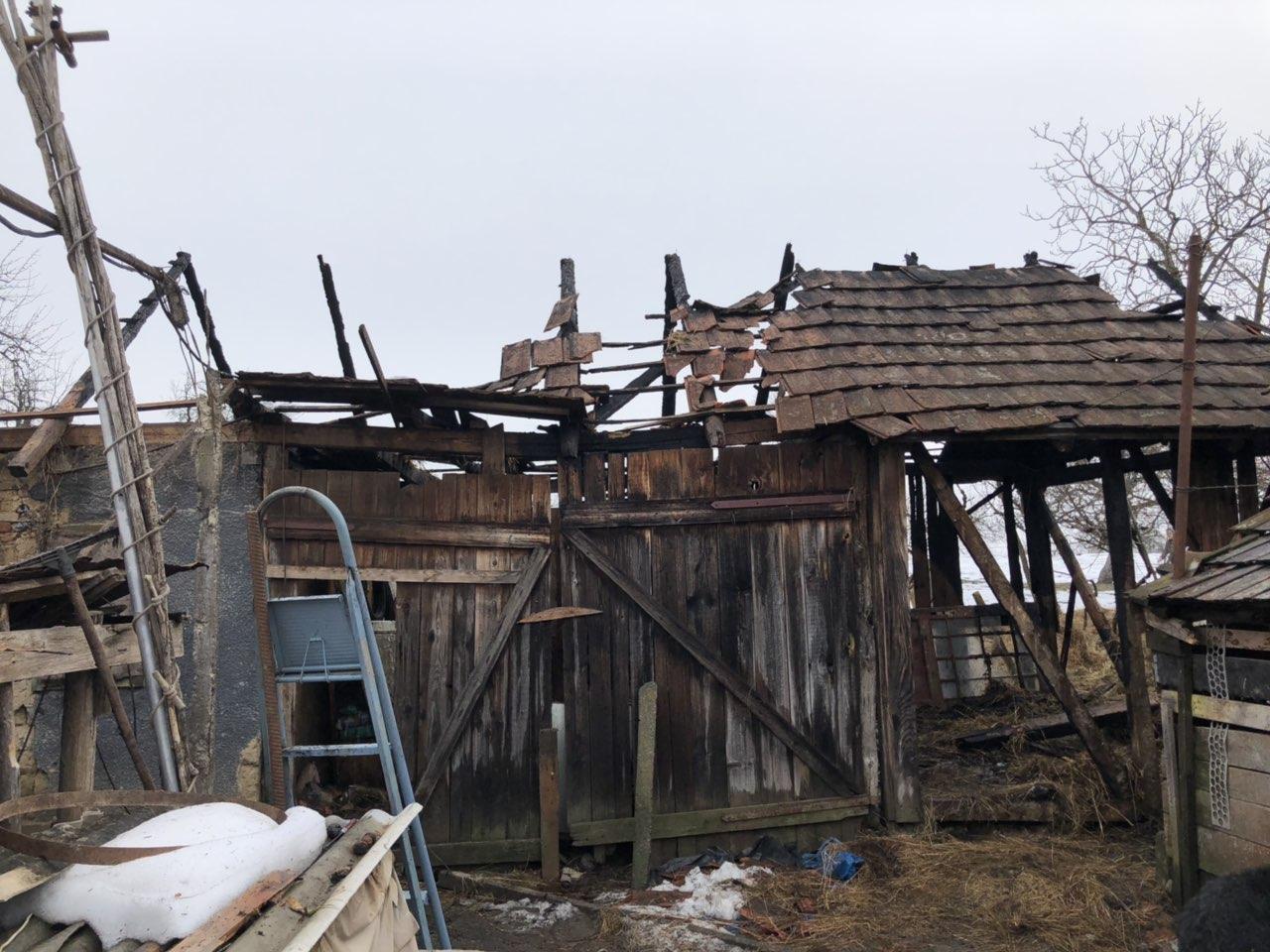 На Ужгородщині рятувальники  загасили надвірну споруду,  перш ніж вогонь перекинувся будинок (ФОТО), фото-2
