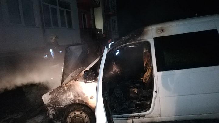 В Ужгороді на стоянці загорівся автомобіль (ФОТО) , фото-2