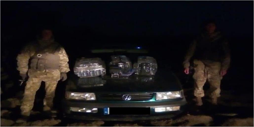"""Погрожували розправою та намагались переїхати автівкою: закарпатські прикордонники з пострілами зупиняли """"цигаркових контрабандистів"""" (ФОТО), фото-1"""
