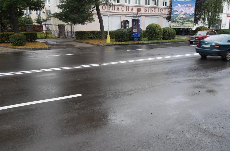 На вулицях Ужгорода нарешті з'явилась розмітка (ФОТО), фото-8