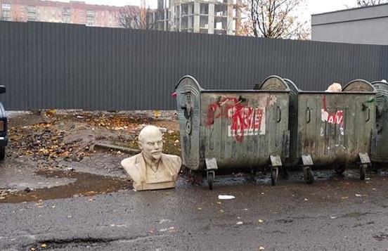 Ленін на смітнику (фото)