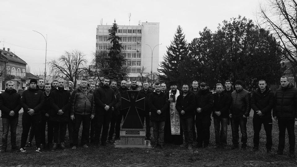 У центрі Ужгорода встановили пам'ятний знак борцям за волю України (фото, відео)