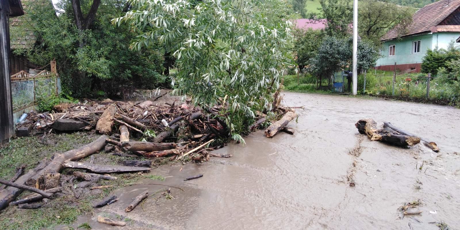 Значні опади призвели до підтоплень в окремих населених пунктах