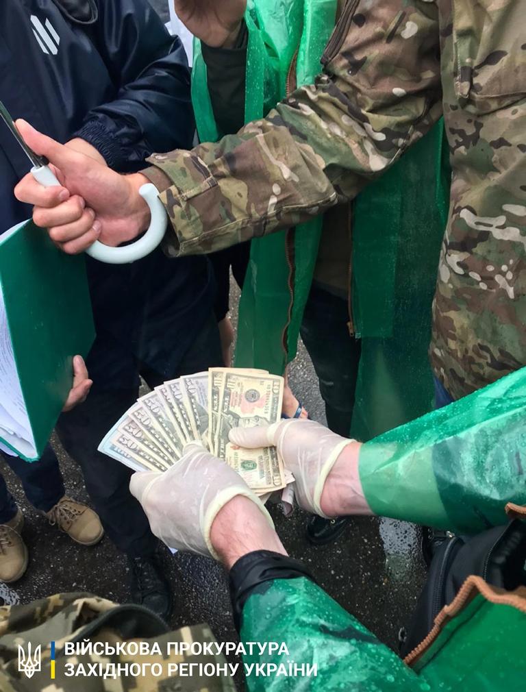 На Закарпатті судитимуть офіцера-прикордонника за отримання хабара у 720 доларів (ФОТО), фото-1