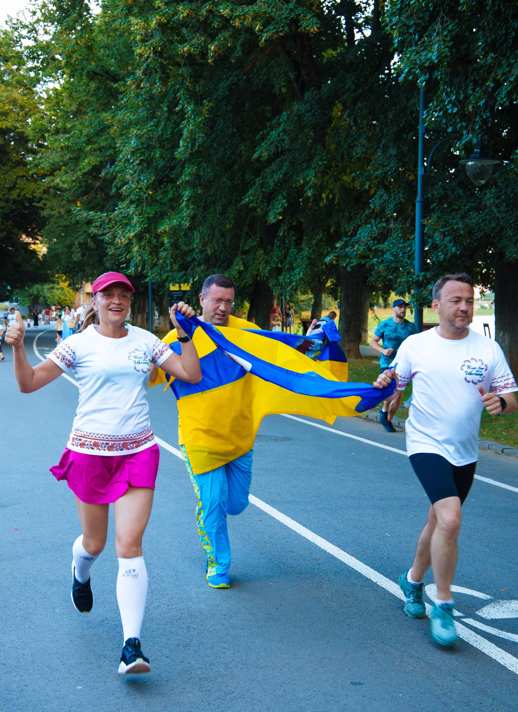 Неймовірні 1000 км за 85 годин: в Ужгороді встановили біговий рекорд України (ФОТО), фото-1