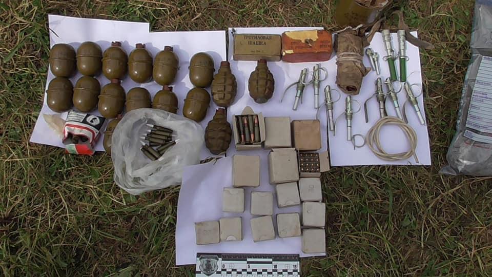 Під час обшуку знайшли 18 гранат, набої, тротилові шашки та запали до гранат