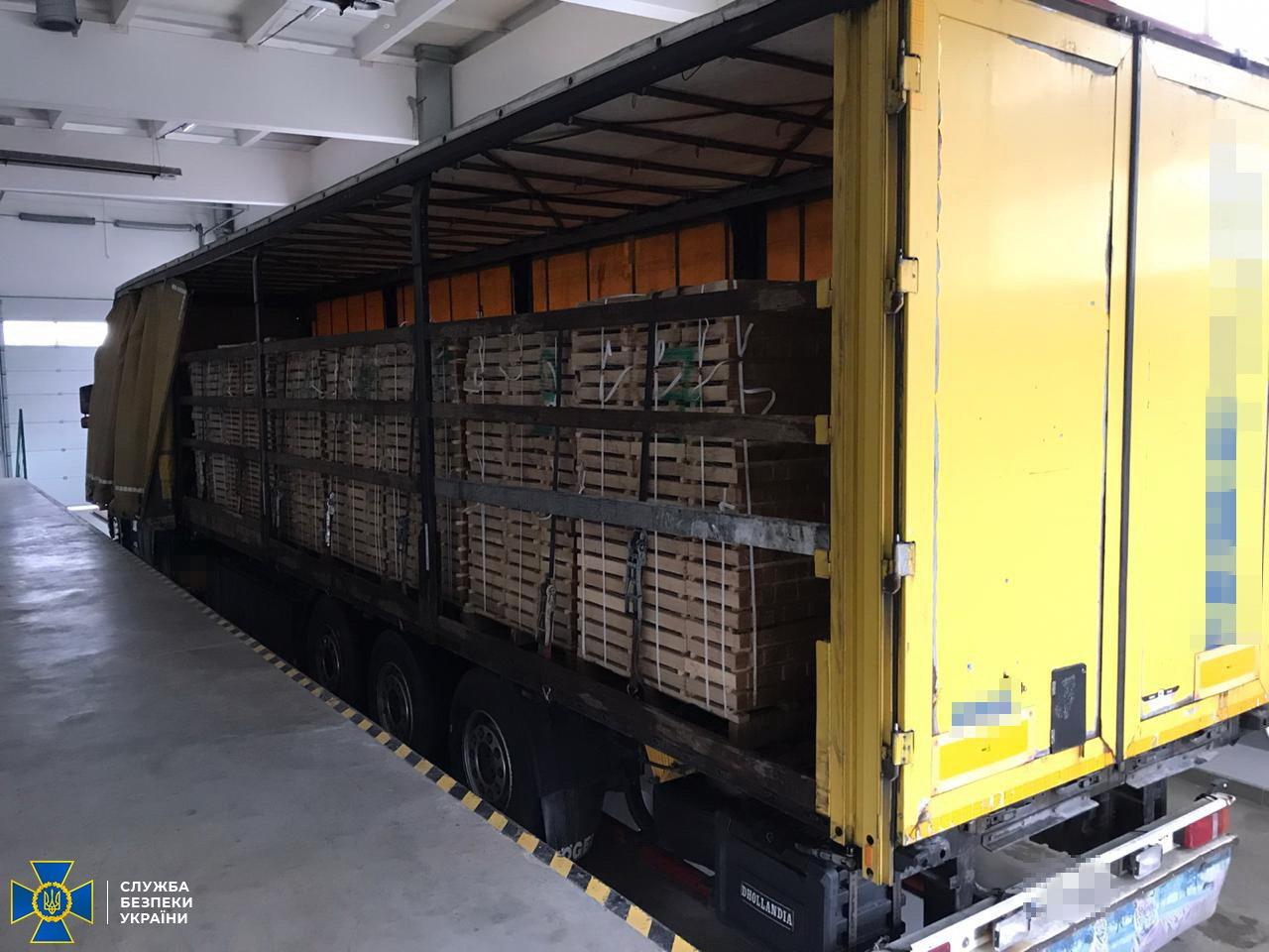 Truckload of Oak lumber for EU stopped in Uzhhorod