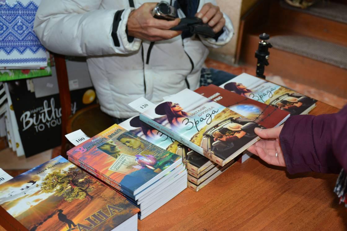 Участю у письменницькій акції в Ужгороді подружжя Дурундів започаткувало благодійну ініціативу