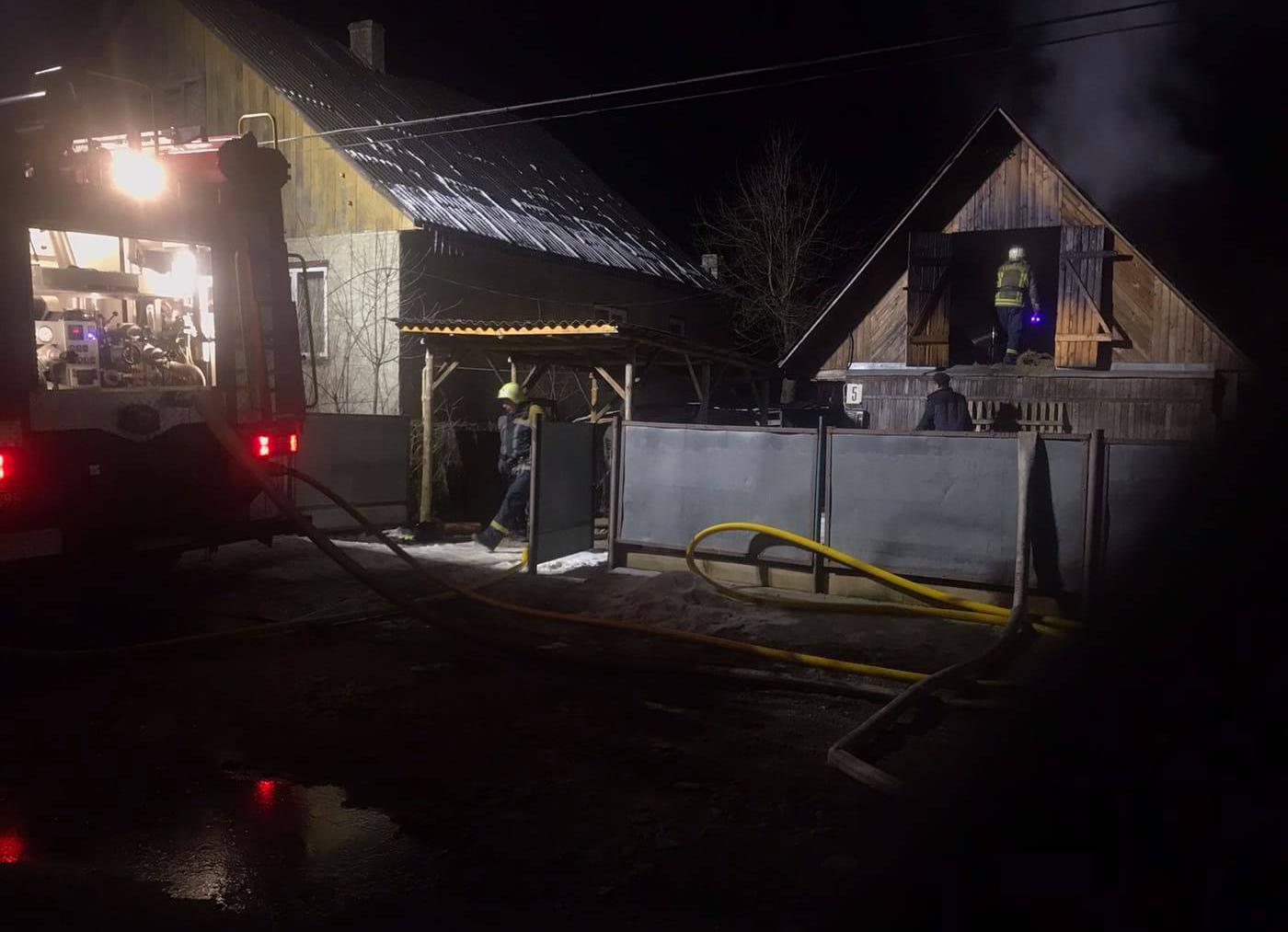 У Міжгір'ї вночі загасили пожежу в хліву, врятувавши від знищення прилеглий будинок