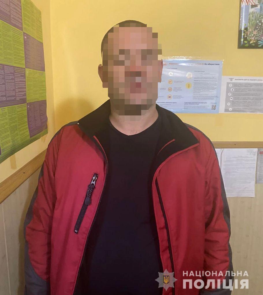 В Ужгороді чоловік з рогатки розстріляв поліцейське авто (ФОТО)
