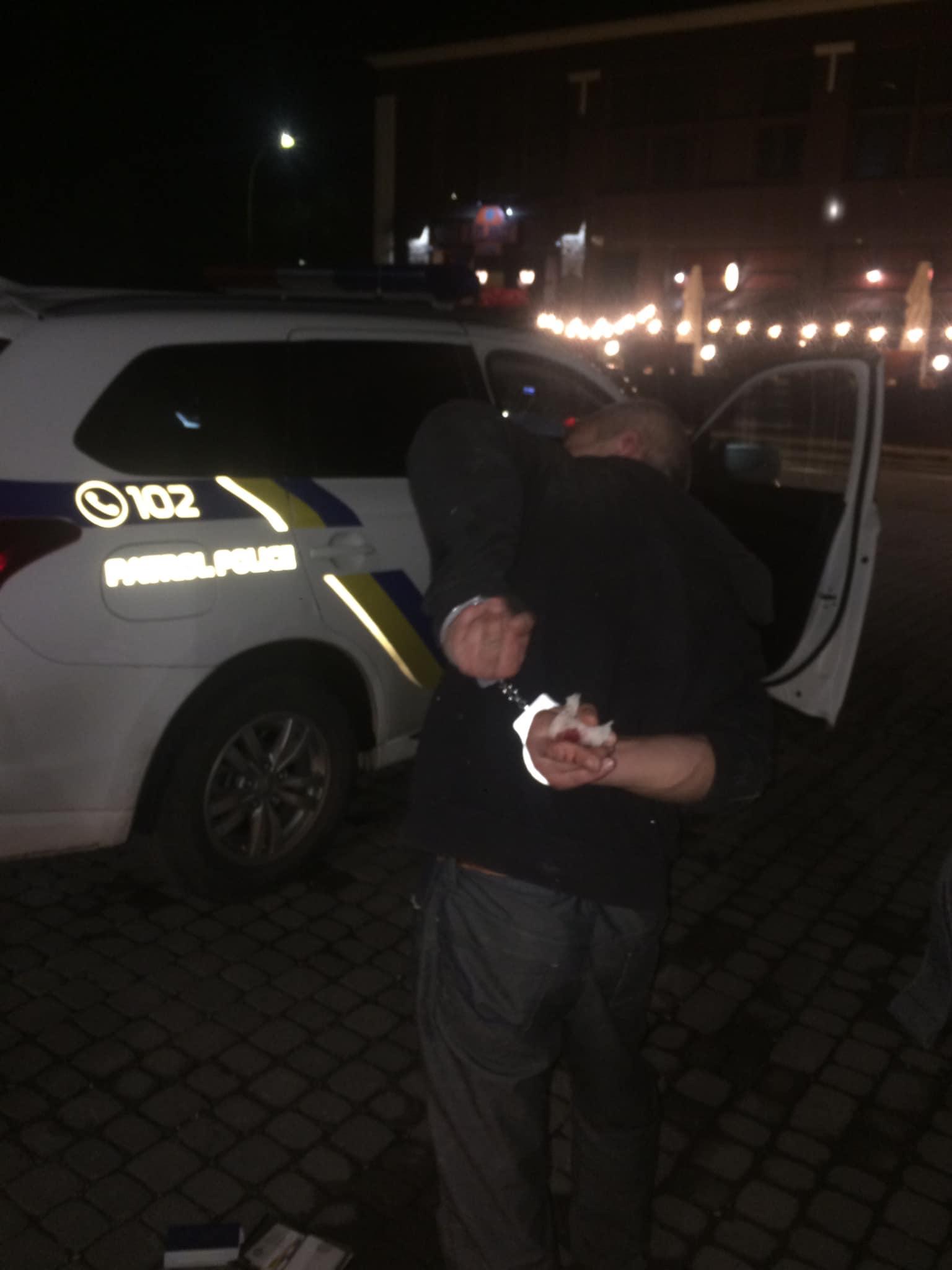 Ужгородці оприлюднили фото затриманого грабіжника, що зірвав ланцюжок з шиї жінки (ФОТО)