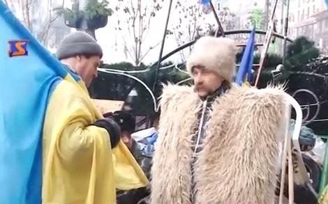 Закарпатці та козаки захищають барикади на Майдані (ВІДЕО)