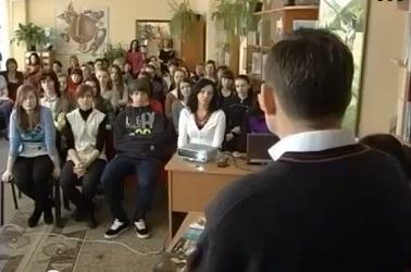 """Школярам Ужгорода презентували """"дитячого"""" """"Вічника"""" (ВІДЕО)"""