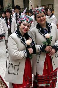 Ужгородська родина шиє сценічні народні костюми   Закарпаття онлайн addfa9b97af86