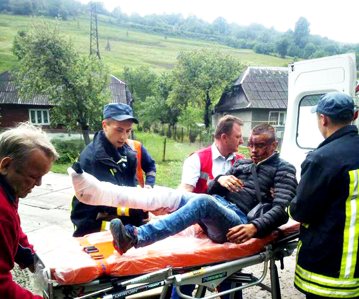 Чоловік, якого рятували  після падіння з потягу, вистрибнув сам, тікаючи після крадіжки (ВІДЕО)