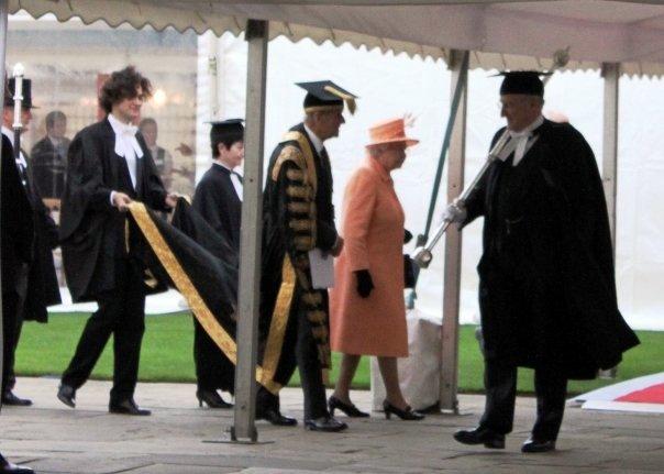 Королева Єлизавета ІІ з чоловіком Принцоп Філіпом-колишнім канцлером Кембриджського університету