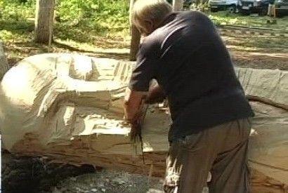 """У Боздоському парку Ужгорода з'явився дерев'яний """"Мислитель"""""""